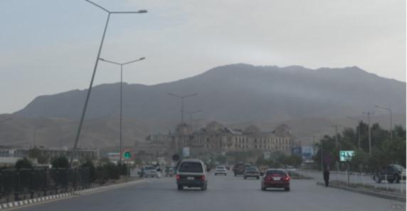 به سلسله حملات زنجیره ای انتحاری درکابل گروهی از تروریست ها باردیگر بر مردم بیگناه کابل یورش بردند .