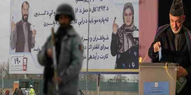 با ریختن رأی حامد کرزی در صندوق ، انتخابات ریاست جمهوری افغانستان رسمأ  آغاز یافت .