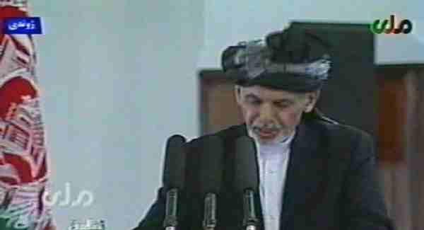 اشرف غنی احمدزی در خواب های دیکتاتوریی پیشبینی شده در قانون اساسی قبل ازامضای  موافقتنامه تشکیل حکومت وحدت ملی مراسم تحلیف ریاست جمهوری افغانستان را بجاآورد