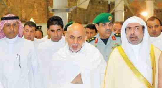 رئیس احمدزی درمراسم حج عمره !