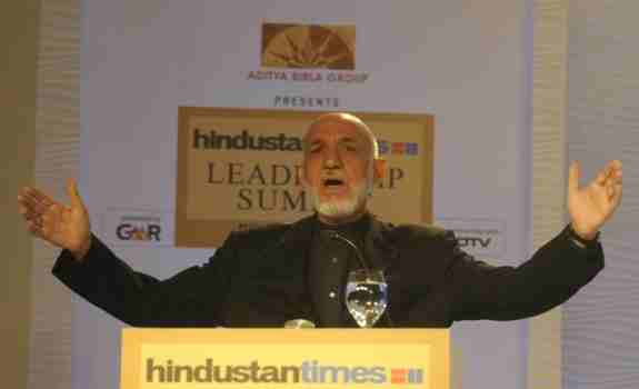 حامد کرزی: افغانستان به میـدان جنگ نیابتی بین هند و پاکستان مبدل نخواهد شد.