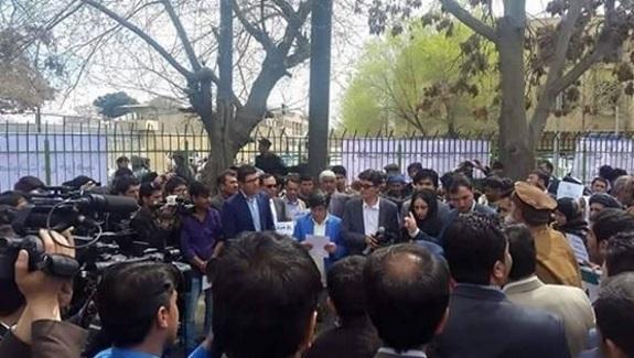 آقای غنی !لطفأ دستـور دهیـدکه اسیـران باقیمانده را نیزازمهمانخانه های شورای امنیت آزاد کنند.!!