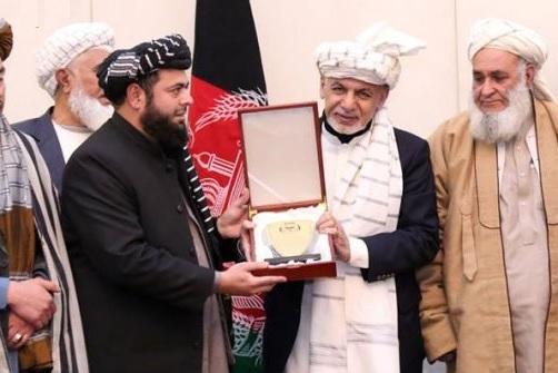 دعبدالحکیم منیب اواشرف خان غنی      راکړه ورکړی ته ځغلنده نظر !