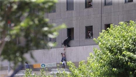 گروه داعش مسؤلیـــت حـــمـــلات          در تــــهران را برعــهــده گرفت .